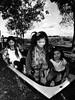 (Walter Daniel Fuhrmann) Tags: niños children rural campo juego play bw blancoynegro bn gente hermanos brothers pobreza poverty