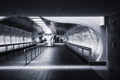 Passageway to Trains (PAJ880) Tags: underground passage new haven union station ct metro north amtrak bw mono railroad