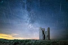 Geminid Meteor Shower & Milky Way - Lilburn Tower, Dunstanburgh Castle, Northumberland (Gary Woodburn) Tags: meteor shower lilburn tower dunstanburgh castle northumberland geminid geminids canon 6d 24mm samyang sky