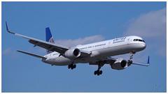 N75851 (gankp) Tags: ronaldreagannationalairport dca airplanespotting arrivals boeing757 unitedairlines