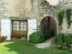 Charroux (Dom_Marcheur) Tags: auvergnerhonealpes puydedome charroux