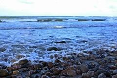 Am Binzer Steinstrand (lt_paris) Tags: urlaubinbinz2018 rügen meer ostsee steinstrand binz steine wellen schaumkronen