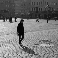 The chase is on (auqanaj) Tags: people 114 d700 nürnberg nuremberg hauptmarkt street strase personen blackandwhite nikkor50mm114af photographer fotograf