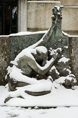 (ilConte) Tags: milano milan italy cimitero cemetery graveyard monumentale cimiteromonumentale sadness sorrow neve snow winter inverno