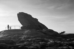 Pedra da Rá (trabancos) Tags: canon eos 1n ef 1740mm f4l usm rollei retro 80s d76 11 35mm film ribeira galicia barbanza pedra da ra filmdev:recipe=11603 kodakd76 developer:brand=kodak developer:name=kodakd76