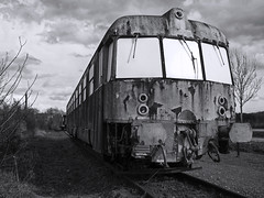 Train (hutsepot) Tags: train trein zug transport monochrome monochroom zwartwit schwarzweiss blancnoir blackandwhite bw zww épave epave wrack wreck wrak old oud alt vieux locomotief 40x30 4x3