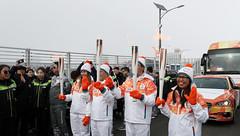 Paralympic_Torch_Relay_02 (KOREA.NET - Official page of the Republic of Korea) Tags: 패럴림픽 션 지누션 성화 성화봉송 강원도 평창군 평창올림픽플라자 한국 대한민국 2018 2018pyeongchangwinterparalympic korea pyeongchang pyeongchangolympicplaza gangwondo pyeongchanggun