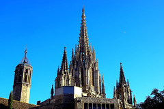 La Catedral (Fnikos) Tags: sky church iglesia cathedral catedral architecture construction sculpture tree bird outdoor