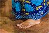 barefoot in the temple ... (miriam ulivi) Tags: miriamulivi nikond7200 newmangalore indiadelsud karnataka kudroligokarnathtemple donna woman sari blue piede foot anello ring cavigliera anklebracelet