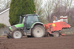 Deutz Fahr Agrotron M625 Tractor with a Grimme GL32B Potato Planter (Shane Casey CK25) Tags: deutz fahr agrotron m625 tractor grimme gl32b potato planter sdf df midleton samedeutzfahr deutzfahr traktor trekker traktori tracteur trator ciągnik sow sowing set setting drill drilling tillage till tilling plant planting crop crops cereal cereals county cork ireland irish farm farmer farming agri agriculture contractor field ground soil dirt earth dust work working horse power horsepower hp pull pulling machine machinery grow growing nikon d7200