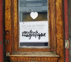 Vous êtes magnifique (Coastal Elite) Tags: vous êtes magnifiques rue malines montréal sherbrooke porte door montreal français positive uplifting coeur heart amour love residence appartement