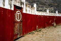 Puerta de Toriles (marianobs) Tags: puerta colores saturación plazadetoros perspectiva escaleras