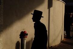 . (Fabian Schreyer // shootingcandid) Tags: jude jew israel bneibrak purim silhouette shadow streetphotography strasenfotografie candid street