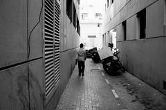 ACA_392 (www.arcigaandy.com) Tags: blackandwhite blackandwhitestreetphotography blackandwhitestreet streetlife streetphotography streetscene street streetshots viewpoint vintage monochrome mirrorless metrolife dubai sonya6000 sonykitlens sony