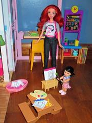 Paint something for me (flores272) Tags: arieldoll disney disneyarieldoll thelittlemermaid babysitting kellydoll barbie barbiedoll barbiefurniture barbieclothing dolls doll dollclothing dollfurniture toys toy barbielittlesister toycat barbiepet
