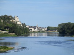 ✈ Clear river ✈ ✈ (Éric…Mon chemin ⊰♥) Tags: chinon indreetloire 37 eu régioncentre centrevaldeloire valdeloire touraine tourainesud forteresse forteressemédiévale fortress médiéval châteaudechinon architecture city village lavienne rivière river castles castillos castele castelli châteaux église church forêt forest tree trees water ciel sky cielo blue bleu paysage landscape countryside nature canon canonixius photography travel light août august summer 2017 vestiges