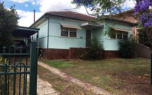 102 Canterbury Rd, Glenfield NSW