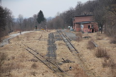 Kowary train station 12.03.2018 (szogun000) Tags: kowary poland polska railroad railway rail pkp station tracks platforms building old brick disused overgrown overview d29308 dolnośląskie dolnyśląsk lowersilesia canon canoneos550d canonefs18135mmf3556is