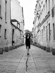 Rue Rollin (Nathanaël Photo) Tags: 75005 cheveuxlongs france géraldine modèle paris parisbyelles robe ruerollin uneseulefemme