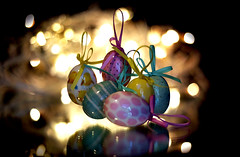 Smile on Saturday - Egg-cellent (PhilDL) Tags: smileonsaturday eggcellent eastereggs eggs ribbons bokeh decorations decorative reflections reflected mirrorimage mirror lightshade lighting hues contrast colour colours background foreground easter 2018