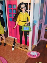 Mom's heading back to work (flores272) Tags: leadoll asianbarbie barbie barbiedoll barbieclothing pet barbiepet toycat barbiepresidentvicepresidentdolls2pack barbiepresident barbievicepresident