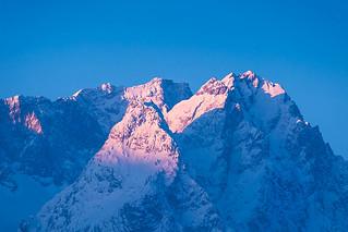 Zugspitze und Waxensteine im ersten Morgenlicht