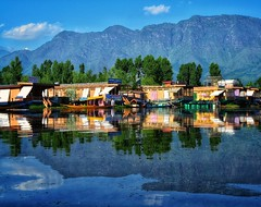 Silent reflective waters of Dal Lake, Sninagar, Kashmir (Vibhutius) Tags: kashmir lake landscape scenery nikon incredibleindia india dallake beautifulearth beauty travel water mountains