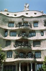 Casa Milà (catb -) Tags: 2005 barcelona spain casamilà lapedrera gaudi unesco building architecture city