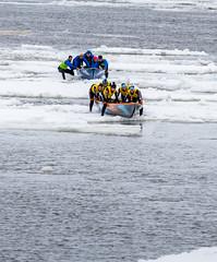 Au milieu du fleuve St-Laurent (Patrick Boily) Tags: canot course race glace ice fleuve river quebec levis tamron