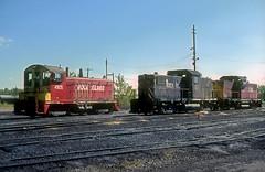 Rock Island NW2 4905 (Chuck Zeiler) Tags: crip ri rockisland nw2 4905 railroad emd locomotive alco c415 blueisland train chuckzeiler chz