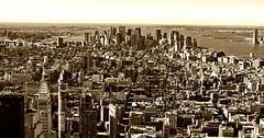 La Gran Manzana (mArregui) Tags: marregui wwwarreguimeluscom marreguiblogwordpresscom manzana granmanzana nuevayork eeuu américa américadelnorte blancoynegro blanconegro sepia edificios rascacielos