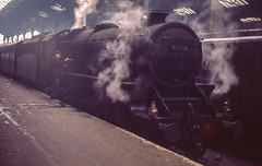 Black 5 4-6-0 No. 45190 at Marylebone having hauled a semi fast from Nottingham on 7th April 1966. (Pam & Bryan) Tags: steamlocomotive greatcentral marylebone black5 45190