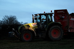 Claas Arion 620 (Philippe-03) Tags: claas arion campagne agriculture epandage fumier jeantil tracteur tractors
