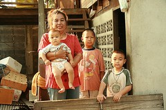 mother with three of her four boys (the foreign photographer - ฝรั่งถ่) Tags: mother three boys khlong thanon portraits bangkhen bangkok thailand canon