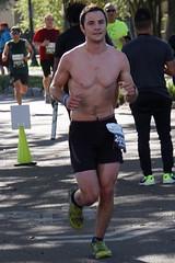 08 Rock 'n' Roll Marathon (Omunene) Tags: humanarocknrollmarathonneworleans2018 brooks race marathon 42195k 26219m esplanadeavenue faubourgstjohn neworleans runners shirtless pecs nipples navel bellybutton chest