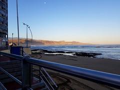 A juzgar por el cielo, hoy se espera un día caluroso. 😥😕 (Ana R. Palma) Tags: playa beach grancanaria islascanarias canaryislands canarias