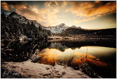 Almsee Sonnenutergang (Karl Glinsner) Tags: landschaft landscape österreich austria berge gebirge mountains see lake winter schnee sonnenuntergang sunset wolken clouds snow almsee grünau almtal mountain water tree