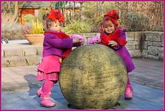 Milina Sanrike ... wir schieben eine ruhige Kugel ... (Kindergartenkinder) Tags: kindergartenkinder annette himstedt dolls gruga grugapark essen milina sanrike