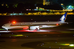 Singapore Airlines Boeing 777-312/ER 9V-SWN (Mark Harris photography) Tags: spotitng plane aviation canon 5d changi