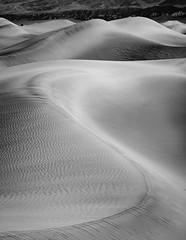 DSCF6283.jpg (Graeme Tozer) Tags: california mesquiteflatdunes sand desert mesquitedunes sanddunes dunes deathvalley usa