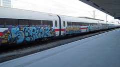 Graffiti (Honig&Teer) Tags: graffiti honigteer hannover db deutschebahn spraycanart streetart steel art aerosolart eisenbahngraffiti eisenbahn railroad railroadgraffiti train treno trein t tt traingraffiti trainspotting trainart urbanart panel bombing vandalismus benching trainwriting aerosol vandalism