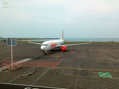 Indonesia-Bali DPS Lion Air 20171203_093054 LG (CanadaGood) Tags: asia asean seasia indonesia bali denpasar dps sea airport airplane planespotting lionair aircraft airline canadagood 2017 thisdecade color colour white cameraphone indonesian balinese red shore