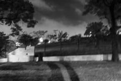 GRU, SP (Th. C. Photo) Tags: gru guarulhos sp sãopaulo street streetphotography streetphoto streetphotographysp streetphotogranight photography fotografia rua fotografiaderua fotografiaderuanoturna noite night noturna pretoebranco blackandwhite pb bw