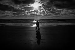 Two shadows (Wal Wsg) Tags: 7dwf 7dwfbw 7dwfthursdaysbw bn byn blackandwhite blancoynegro sombras shadows dossombras twoshadows dia day phwalwsg canoneosrebelt3 argentina provinciadebuenosaires mardeajo mar sea agua water sol sun paisaje paisajeargentino alairelibre playa beach