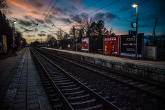 Ready to wait (Melissa Maples) Tags: münchen munich deutschland germany europe nikon d3300 ニコン 尼康 nikkor afs 18200mm f3556g 18200mmf3556g vr winter dusk evening pasing station pasingobermenzing railway tracks platform