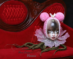 Wary (pure_embers) Tags: venena doll dolls uk england pure laura embers pureembers girl green pink octo octopus art shirrstoneshelter shirrstone shelter porcelain photography flower
