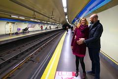 Mi hija Rosa embarazada con su marido Alberto, Madrid (eustoquio.molina) Tags: embarazada rosa alberto madrid estrecho metro