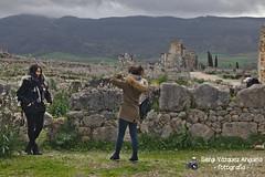dues noies a Volubilis (Sergi Vázquez Anguela) Tags: marroc marruecos maroc morocco paisatge paisaje terra tierra àfrica áfrica àrab árabe arabian volubilis romà romano jaciment jacimiento ruines ruinas arqueologic arqueologica arqueologia archeologic roma noies chicas girls