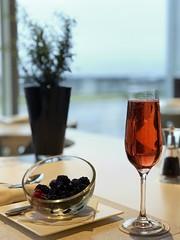 Premium Lounge at T4 LHR Heathrow Airport - Qatar Airways (Matt@PEK) Tags: qatarairways oneworld firstclass businessclass lounge lhr airport