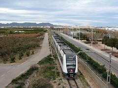 Tren de Metrovalencia (UT 4362) a su paso por ALBALAT DELS SORELLS (Valencia) (fernanchel) Tags: albalatdelssorells metrovalencia fgv spain поезд bahnhöfe railway station estacion ferrocarril tren treno train viaestrecha emu ut metro subway